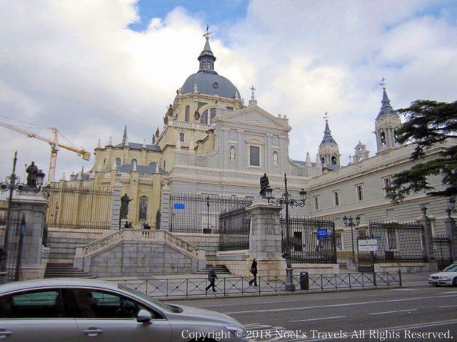 マドリードのアルムデナ大聖堂