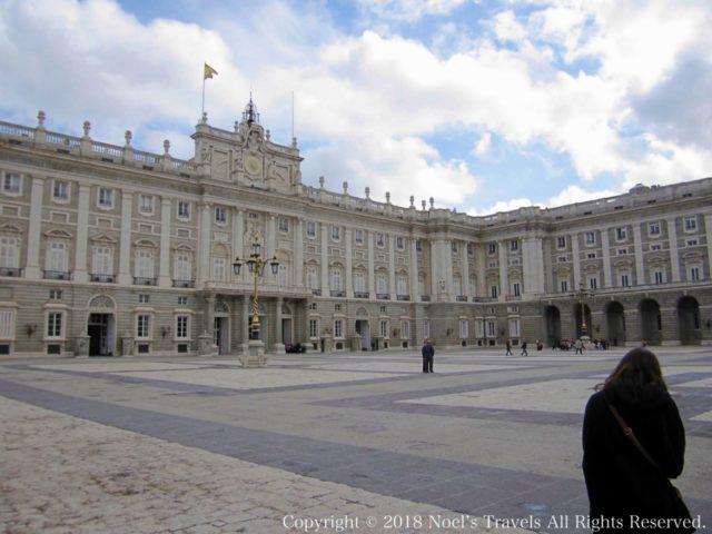 マドリード王宮のアルメリア広場