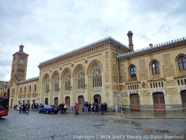 トレド駅と時計台