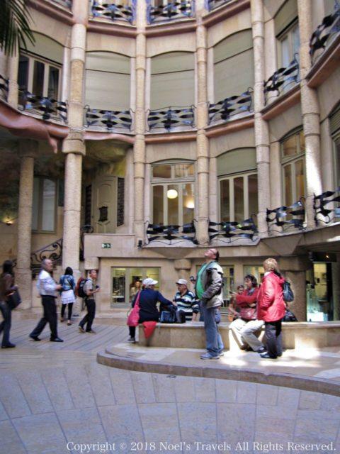 カサ・ミラの中庭