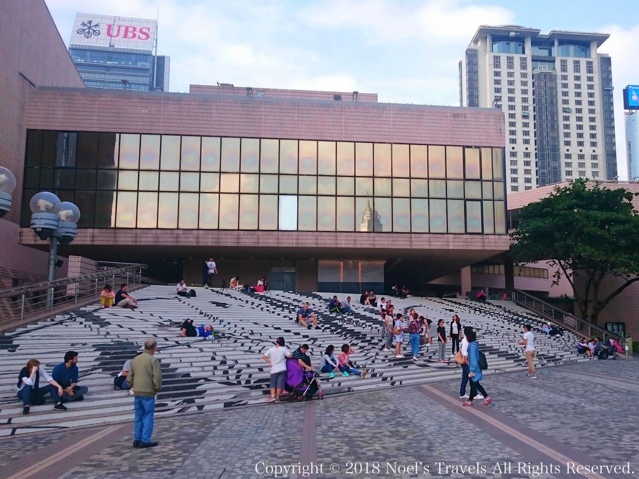 チムサーチョイにある香港文化センター