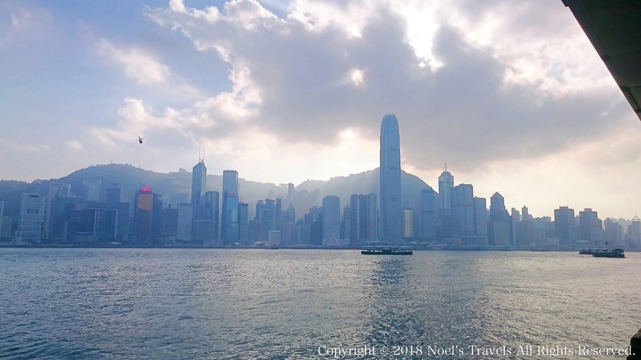 ビクトリア湾と香港の高層ビル群
