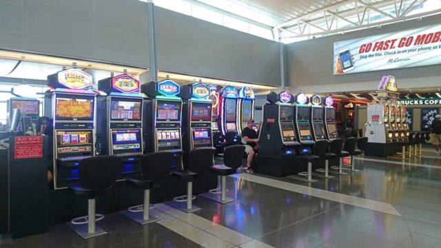 ラスベガスのマッカラン国際空港のスロットマシン