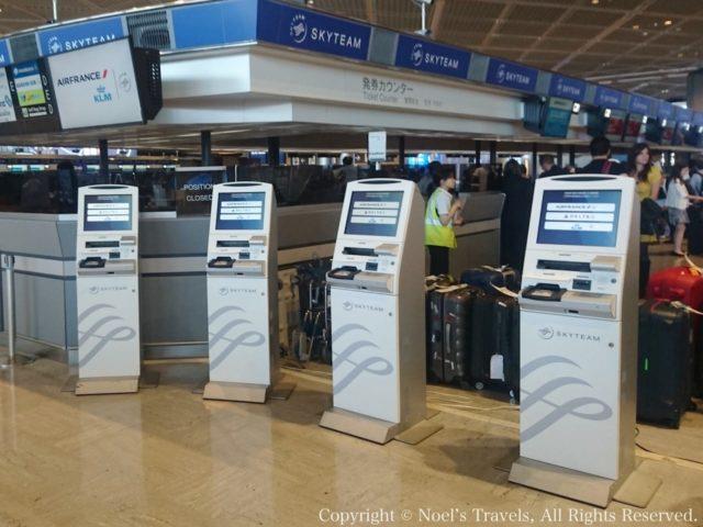 成田空港の自動チェックイン機