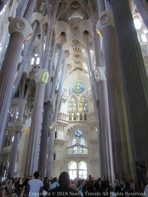サグラダファミリアの聖堂内部