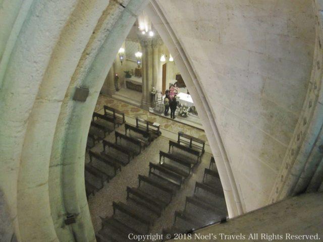 サグラダファミリアの地下聖堂