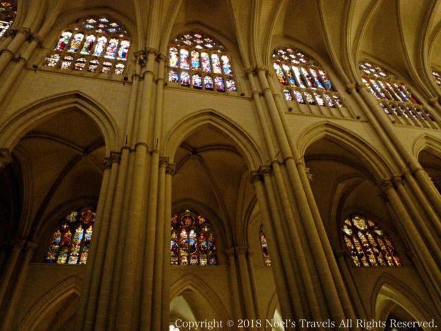 トレド大聖堂のステンドグラス