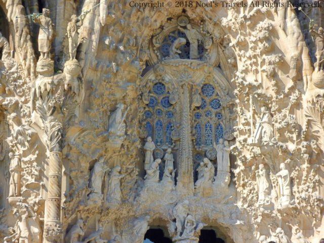 サグラダファミリアの生誕のファサードの15体の天使の像