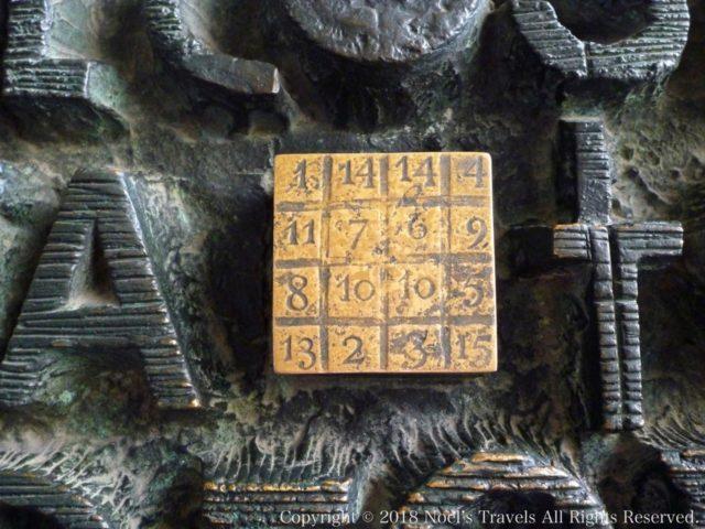 サグラダファミリアの扉の暗号