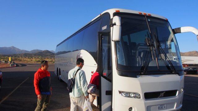 グランドキャニオンツアーのバス