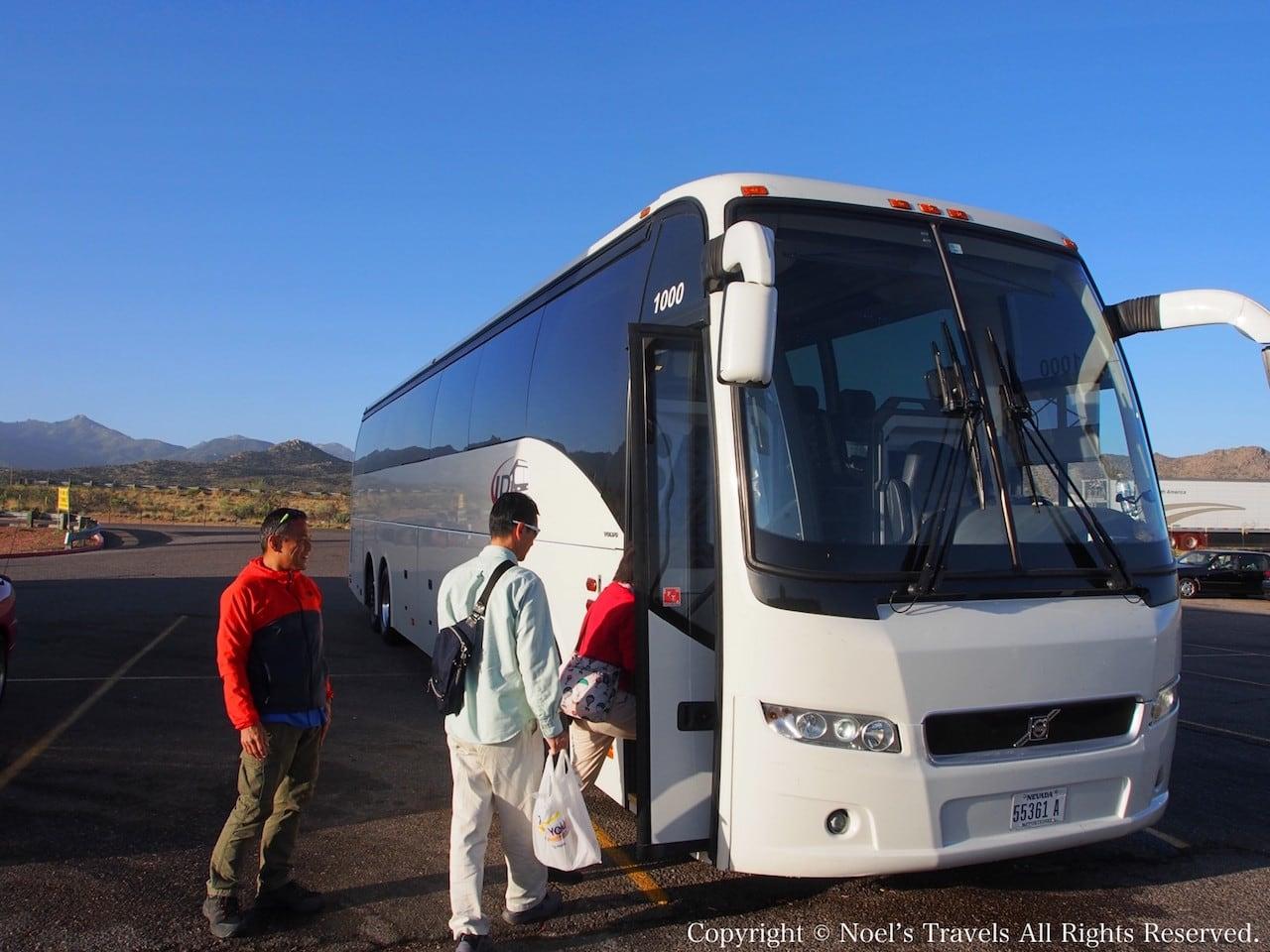 グランドキャニオンへ向かうバス