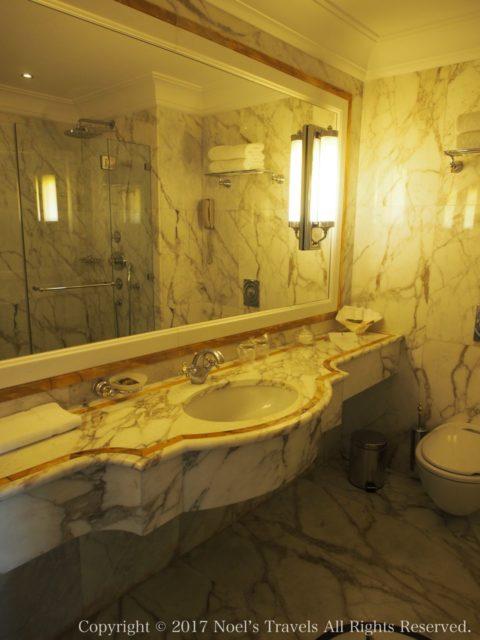 ロイヤル・オリンピック・ホテル・アテネのバスルーム