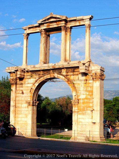 アテネのハドリアヌスの門