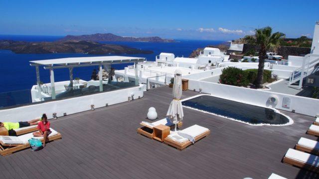 サントリーニ島のホテル「アズーロ・スイーツ」