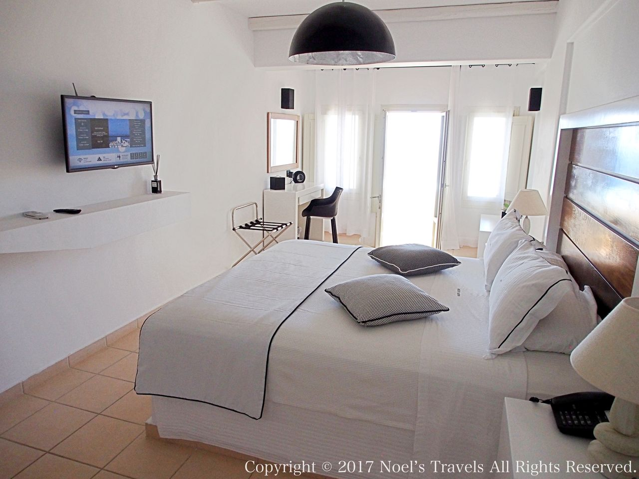 サントリーニ島のホテル アズーロ・スイーツの客室
