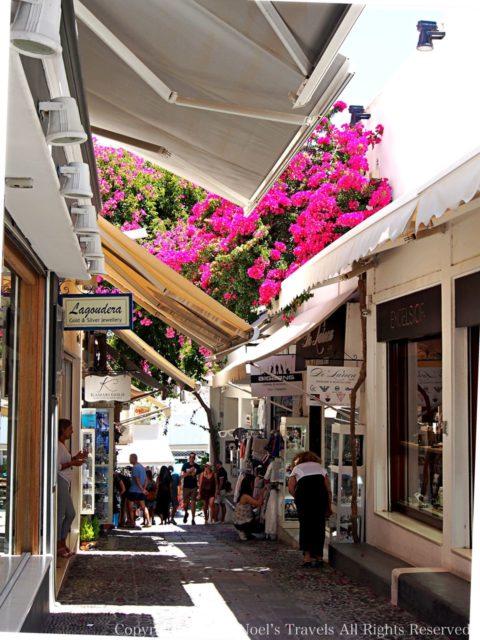 サントリーニ島フィラのショッピングストリート