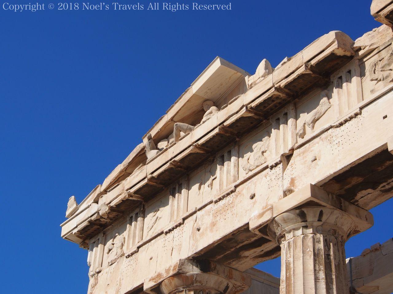パルテノン神殿の屋根とメトーブ
