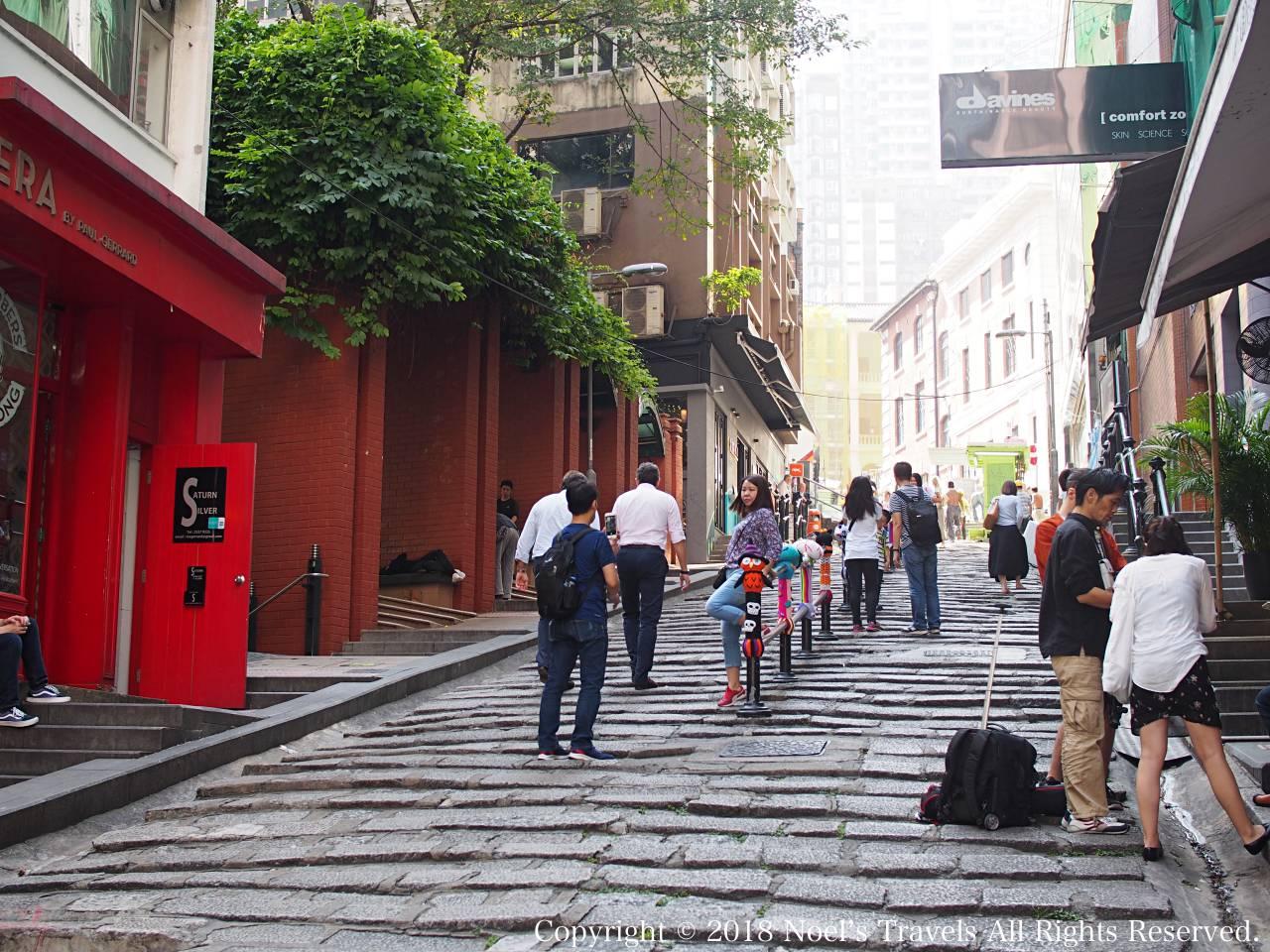 香港のポッティンジャー・ストリートの坂道