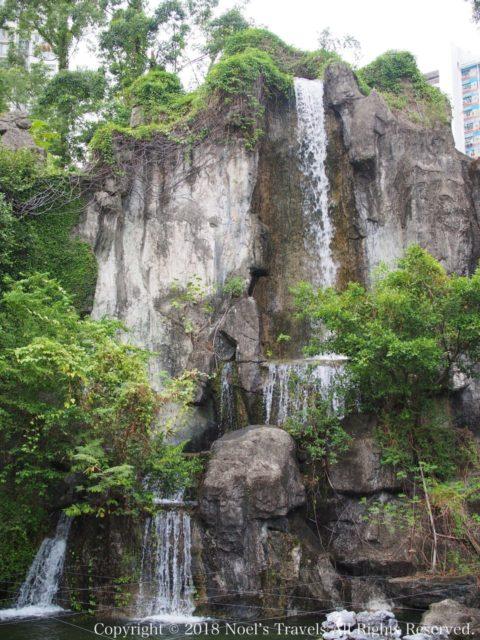 黄大仙の庭園にある滝