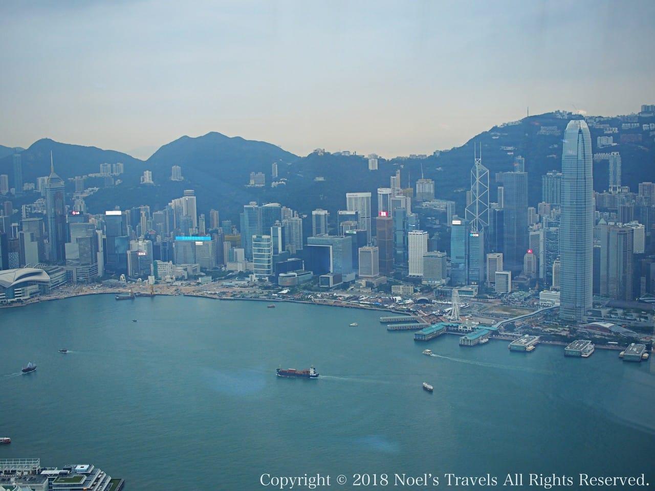 Sky100から見たビクトリア湾と香港の高層ビル群