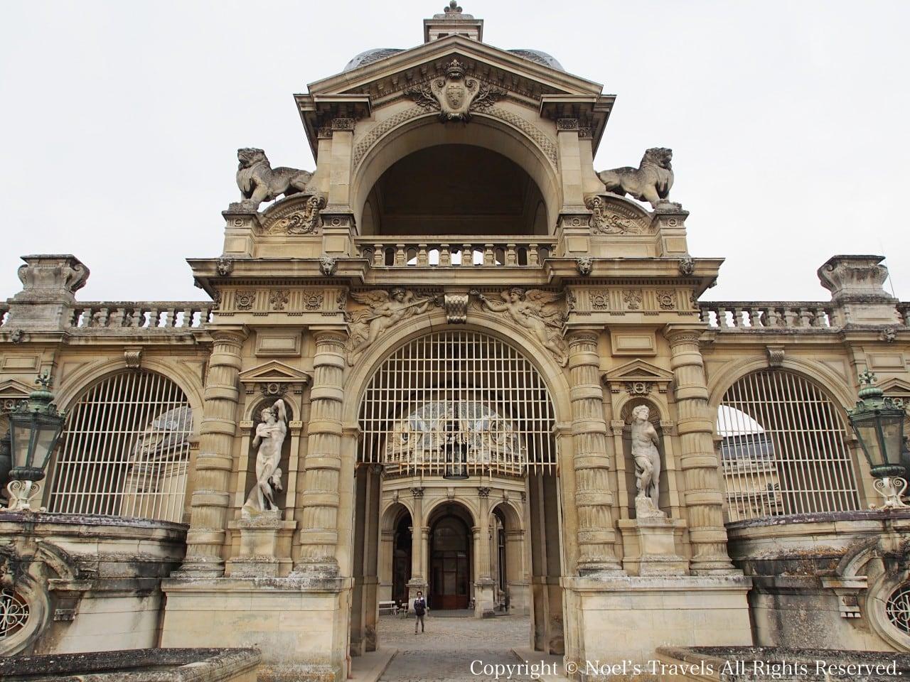 シャンティイ城の門
