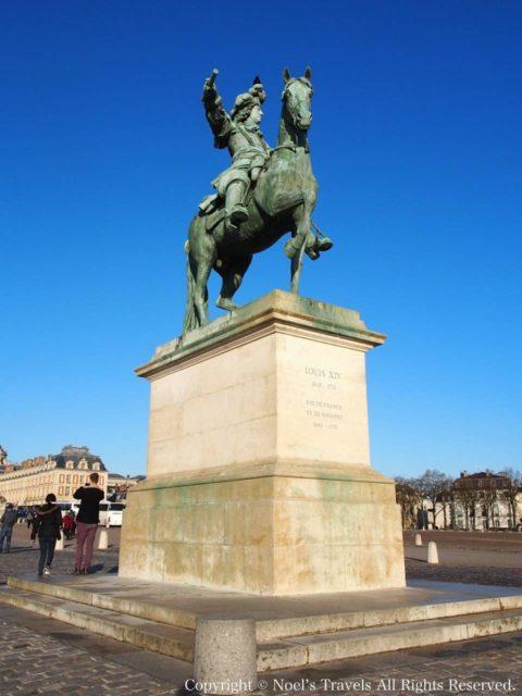 ヴェルサイユ宮殿のルイ14世の像