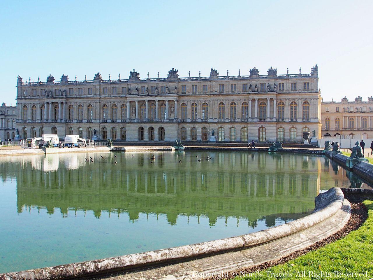 ヴェルサイユ宮殿の庭園の池