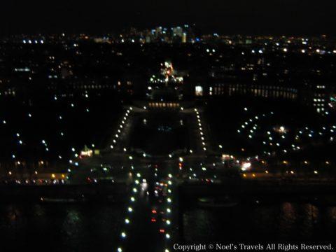 エッフェル塔の展望台から見たパリの夜景1