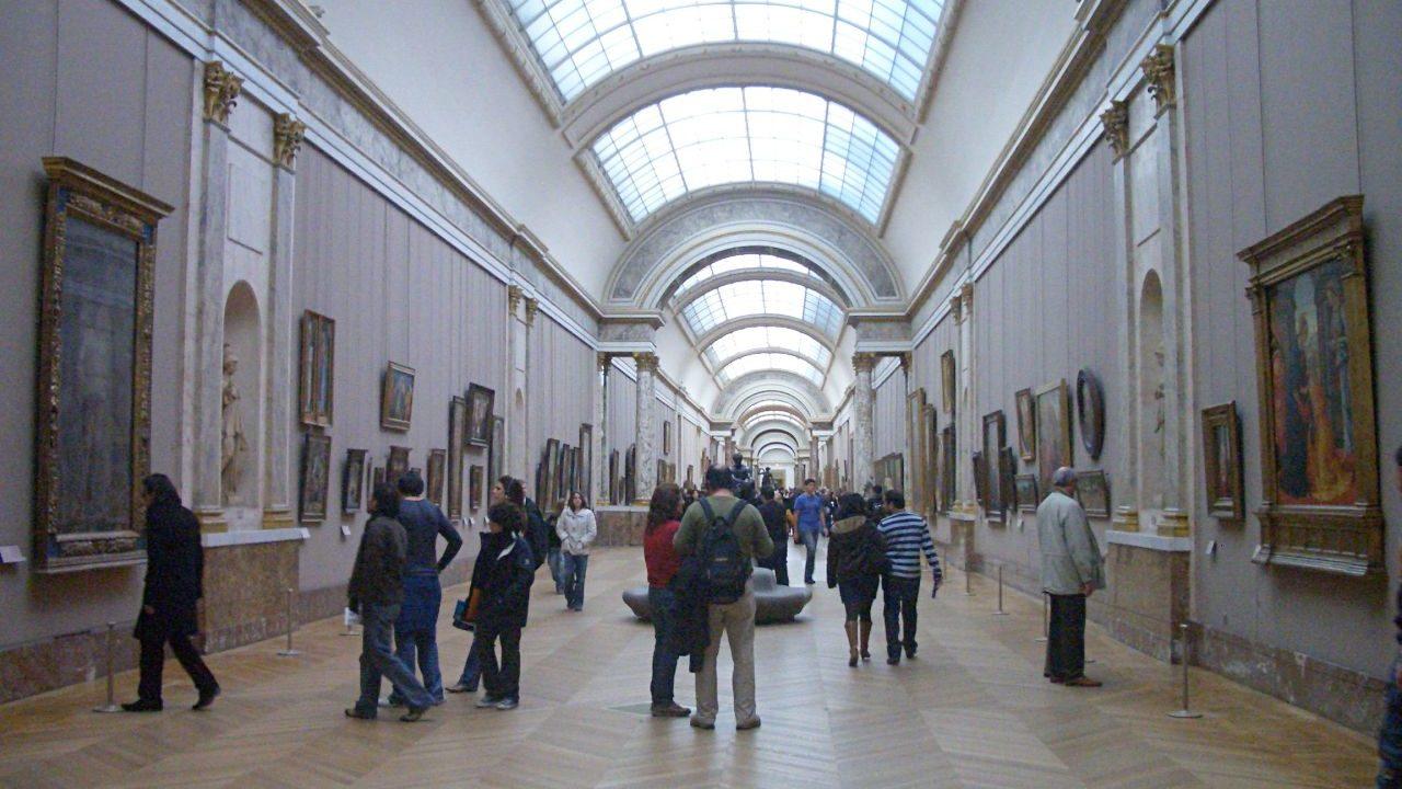 ルーブル美術館の館内