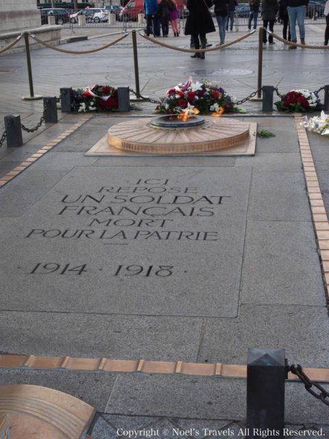 凱旋門の「無名戦士の墓」