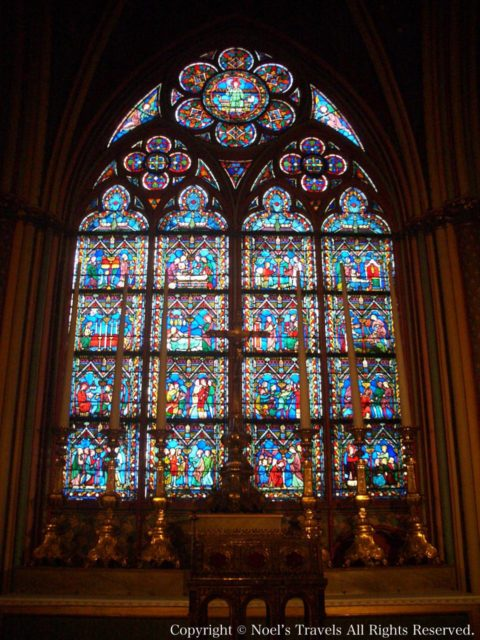 ノートルダム大聖堂のステンドグラス
