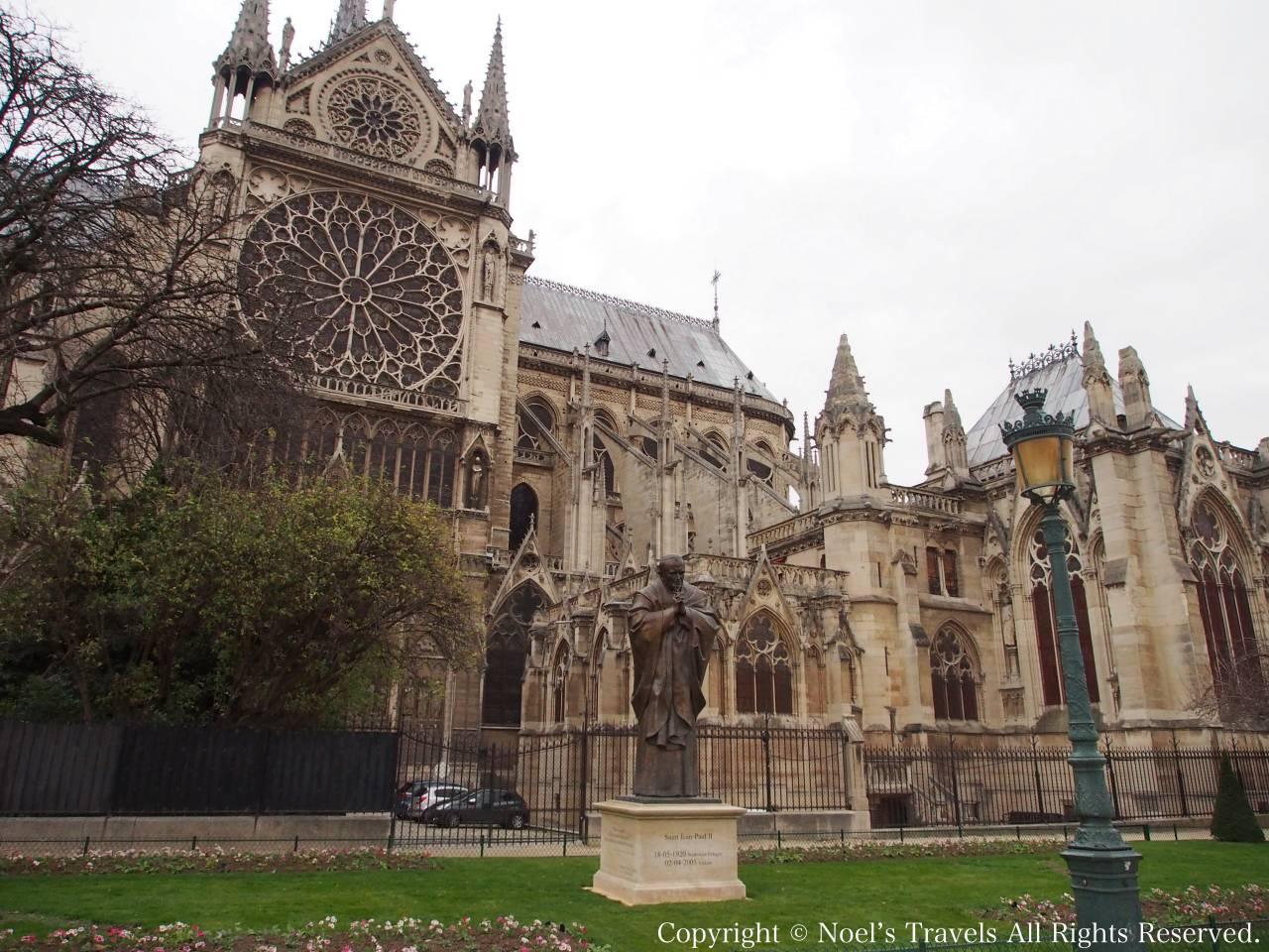 パリのノートルダム寺院