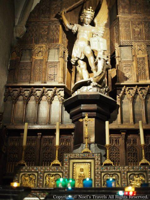 サン・ピエール教会の大天使ミカエル像