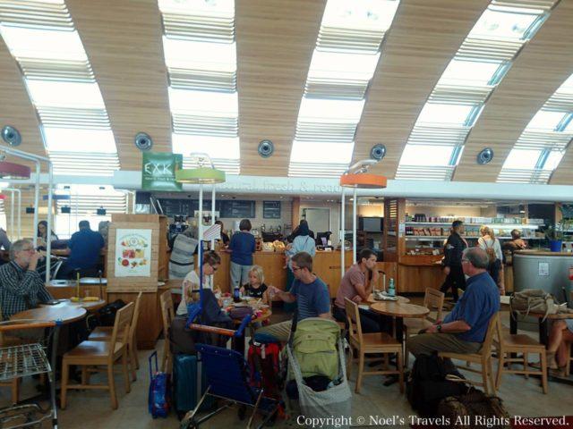 シャルル・ド・ゴール空港のカフェ