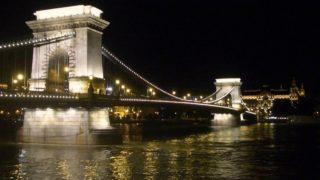 夜のセーチェーニ鎖橋