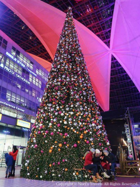 ミュンヘン空港のクリスマスツリー