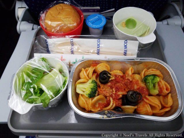 アエロメヒコ航空の機内食(夕食)