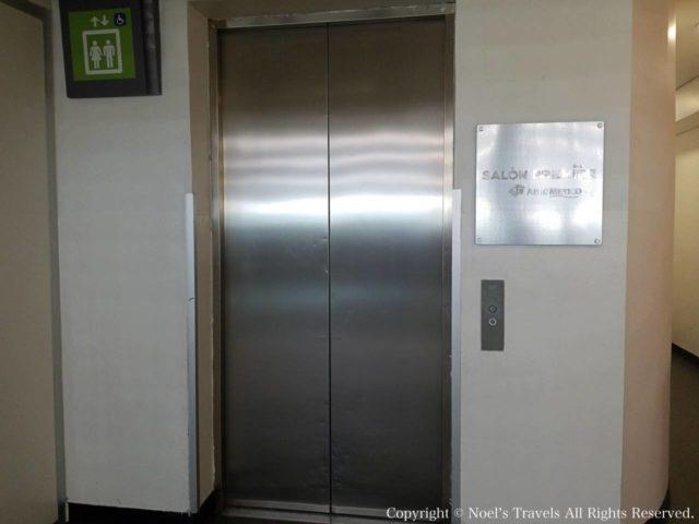 メキシコシティ空港ラウンジへのエレベーター