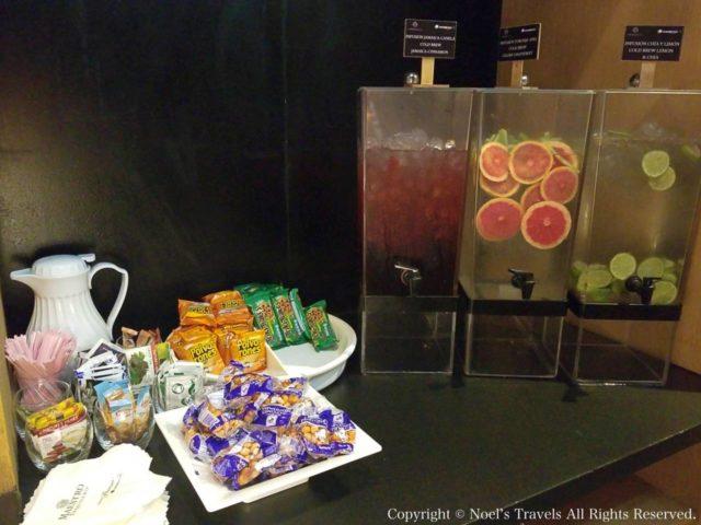 メキシコシティ空港ラウンジのジュース