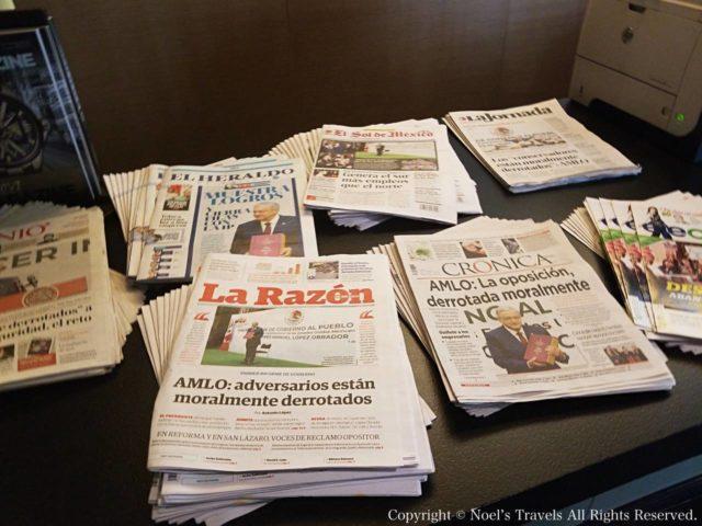 メキシコシティ空港ラウンジの新聞