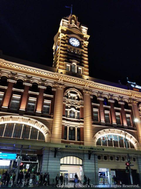 ライトアップされたフリンダース・ストリート駅