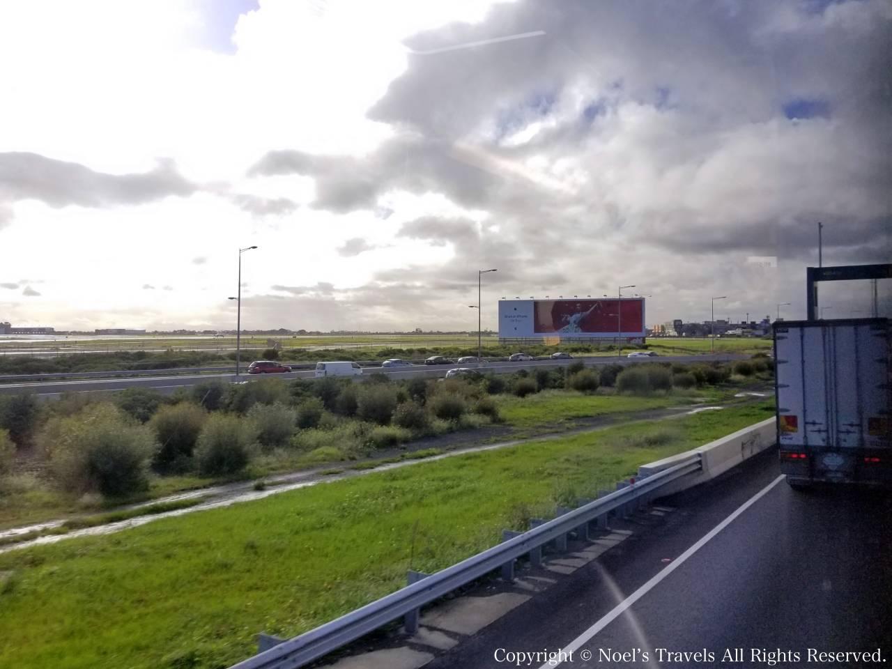 メルボルン空港から市内への道