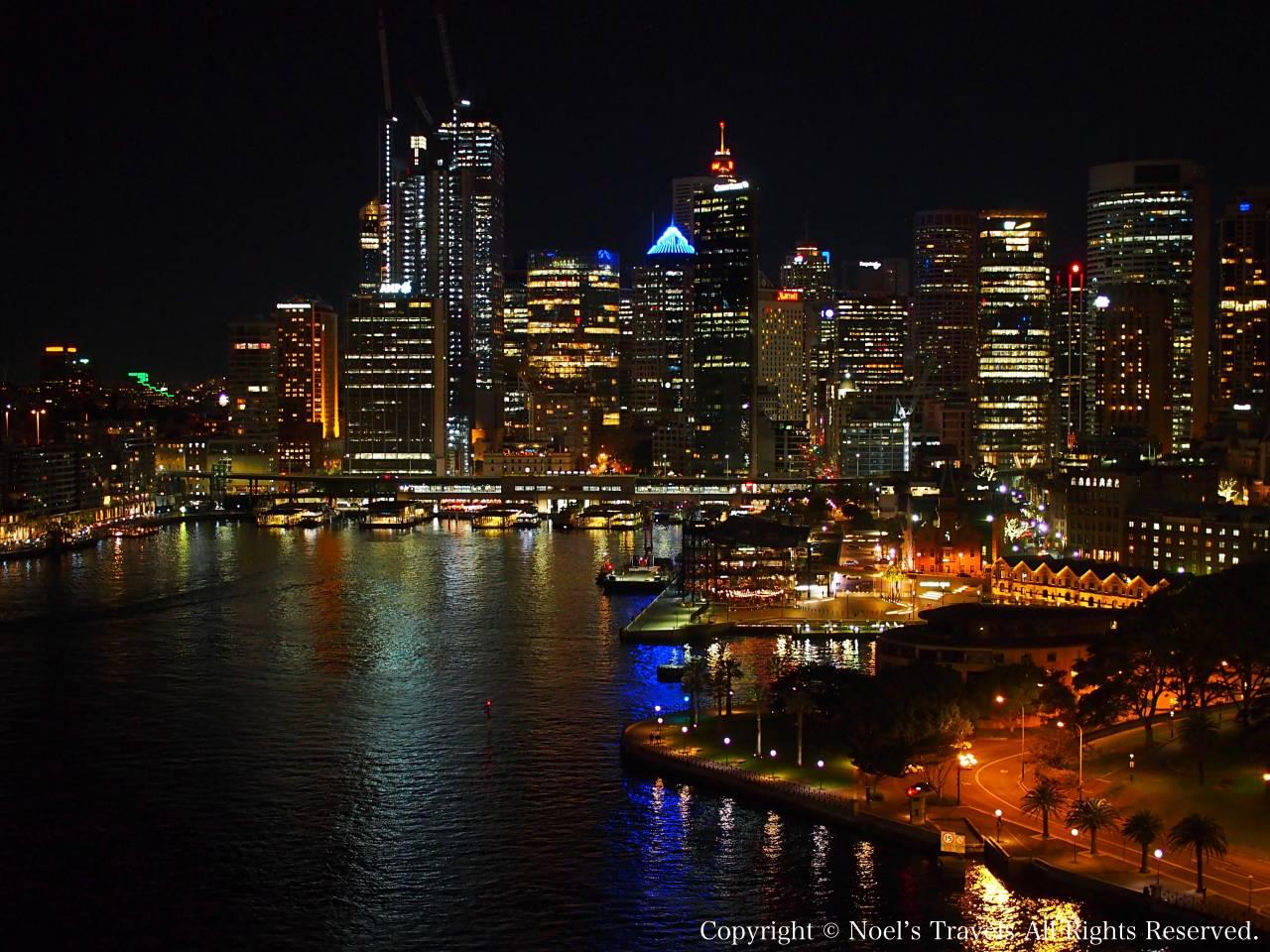 ハーバーブリッジから見たシドニーの夜景